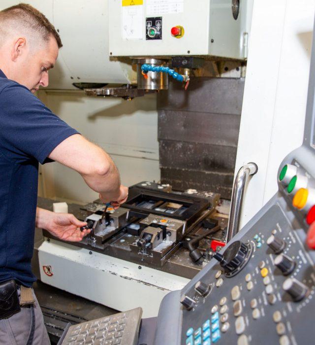Hurco VM2 CNC Capabilities Milling Machine - Doody Engineering